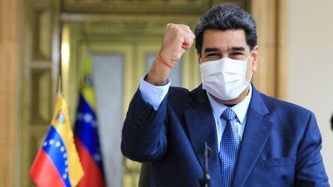 Nicolás Maduro, ataviado con mascarilla, durante una intervención en el palacio de Miraflores