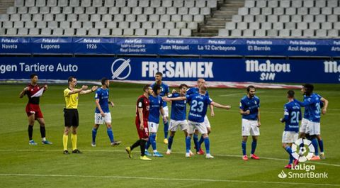 Los jugadores del Oviedo celebran la victoria ante el Mirandés