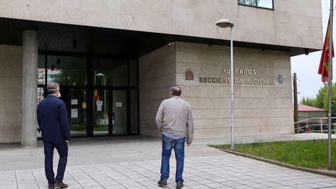 Imagen de archivo de gente en los juzgados de Vigo