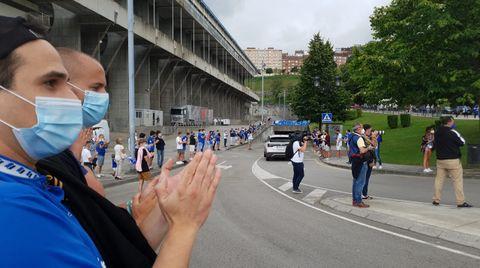 Aficionados del Real Oviedo en el Carlos Tartiere