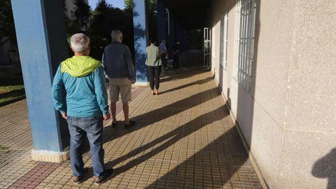 Colas en el colegio de Vilaboa, en Culleredo
