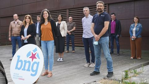 Noa Presas, cabeza de lista del Bloque en Ourense, y a su izquierda, la alcaldesa de Allariz, Cristina Cid