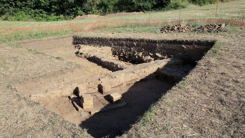 Excavacióna arqueológica en una villa romana en Coea, Castro de Rei