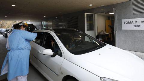 Para controlar el brote, Sanidade ha hecho alrededor de 4.000 test PCR en el Hospital da Mariña, en una imagen del pasado dia 8