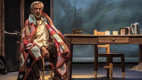 Imanol Arias interpretando  El coronel no tiene quien le escriba