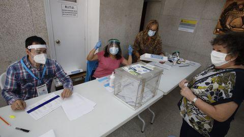 Una mesa electoral de Lugo, el pasado 12J