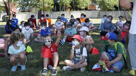 Campamento de niños en Barraña (Boiro) con uso de mascarillas