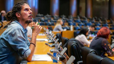 Alberto Rodríguez, secretario de Organización de Podemos advirtió a los críticos: «No nos va a temblar la mano para proteger el partido»