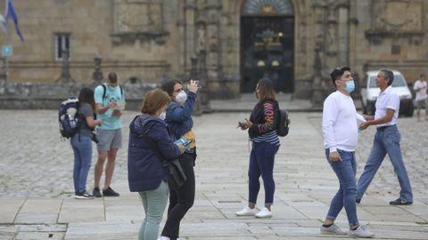 Turistas en el Obradoiro a finales de junio