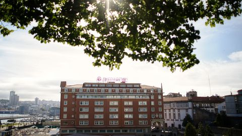 Miembros y jugadores del Fuenlabrada confinados en el Hotel Finisterre