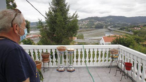 El albergue tiene una zona ajardinada de nueve mil metros cuadrados y ofrece espectaculares vistas de la ría eumesa