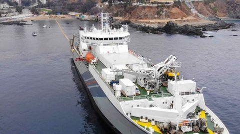 Uno de los barcos encargados de instalar el cable submarino