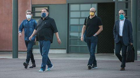 De izquierda a derecha, Cuixart, Junqueras, Romeva y Turull saliendo de prisión el pasado 17 de julio