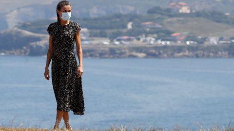 La reina Letizia en el Cerro de Santa Catalina, en Gijón donde ha visitado la exposición al aire libre  Elogio del Horizonte .