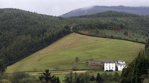 Dos vecinos de Vilaxuste querían apropiarse el monte de otros 23 comuneros