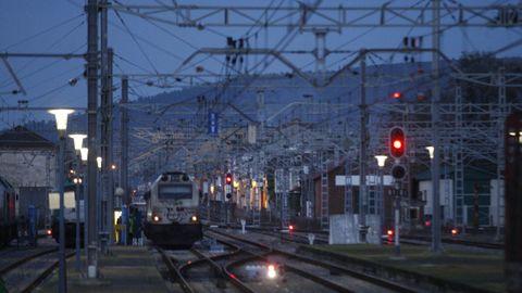 Andén de la estación de tren de Monforte