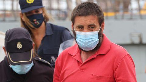 Hermida Castro a su llegada ayer a Las Palmas tras ser detenido a bordo del velero Nergha
