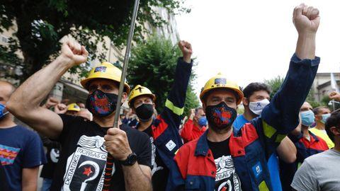 Protesta de los trabajadores de Alcoa ante el Parlamento de Galicia