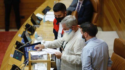 El diputado más joven, el nacionalista Daniel Castro, ha copresidido la sesión con una chaqueta de Alcoa.