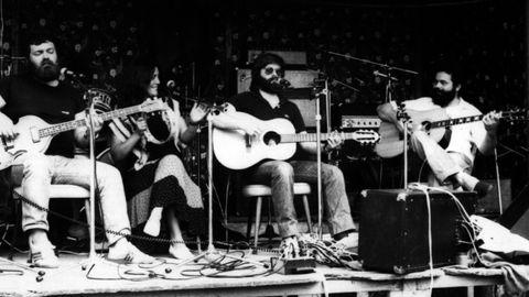Actuación de Xoán Rubia y de María Manuela en la primera edición del festival guitiricense, que tuvo lugar en 1980.