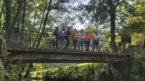 Grupo de voluntarios que participaron este año en el campamento de verano del Camino de Santiago en Triacastela