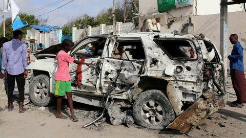 La explosión de un coche y un ataque armado dejaron 15 víctimas fatales en Somalia