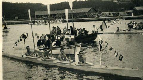 Fotografía de la canoa Virgen de la Barca, de 1960