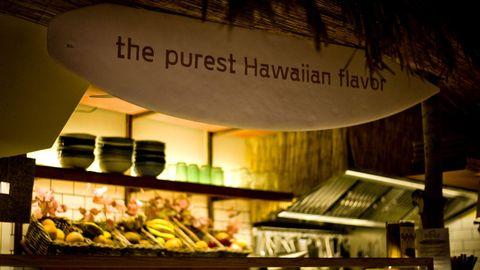 En este local preparan una fusión de comida hawaiana y japonesa