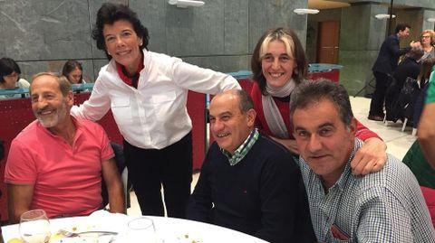 Abelardo Carballo y Santiago Barja (sentados,  la derecha de la foto) en un acto del partido junto a la ministra Celaa