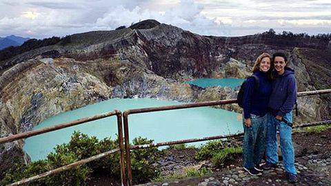 Laura Cañal y Maria Rodríguez en la isla de las Flores, Indonesia