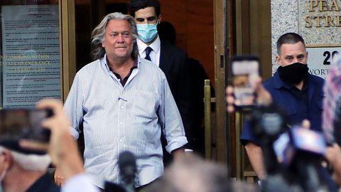Steve Bannon, exasesor de Trump, a su salida de los tribunales del distrito sur de Nueva York, en Manhattan