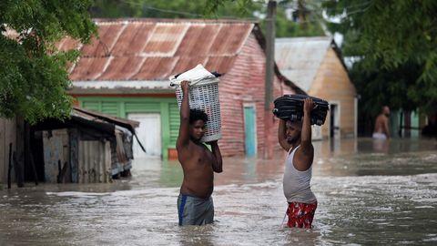 La tormenta tropical Laura causó graves inundaciones en la República Dominicana, donde murieron tres personas