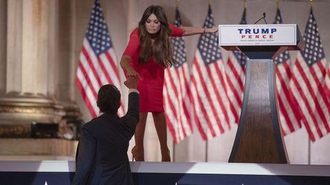 Kimberly Guilfoyle, novia de Donald Trump Jr., durante su intervención en la convención