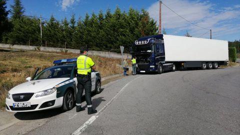 La Guardia Civil intercepta un camión. Imagen de archivo