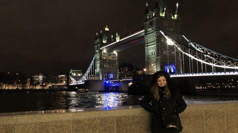 Carmen Enríquez en el Tower Bridge antes de comenzar la pandemia del covid-19