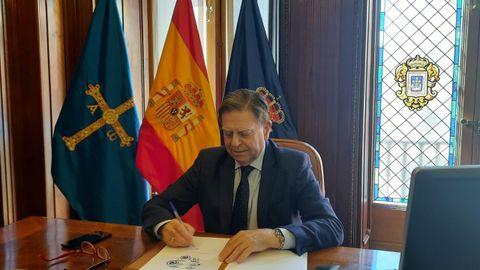 Canteli firma el manifiesto impulsado por 9 alcaldes para oponerse al acuerdo para que los ayuntamientos usen sus remanentes