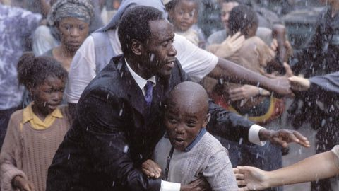 La labor de Rusesabagina en el hotel Mil Colinas inspiró la película «Hotel Ruanda» (2004)