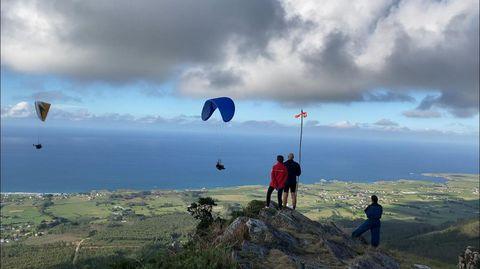 El Monte Comado en Barreiros es la delicia de los que practican parapente además de tener unas vistas increíbles