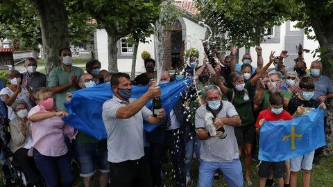 Vecinos de Somao celebran la concesión del Premio al Pueblo Ejemplar de Asturias 2020