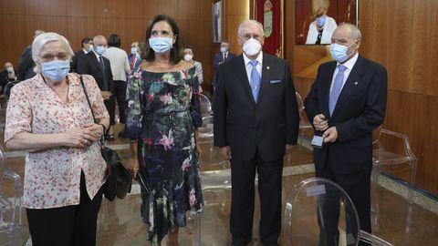 De izquierda a derecha, las expresidentas del Parlamento gallego Dolores Villarino y Pilar Rojo, con los expresidentes de la Cámara gallega José María García Leira y Tomás Pérez Vidal