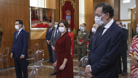 De izquierda a derecha, el presidente de la Junta de Andalucía, Juan Manuel Moreno Bonilla; la presidenta de la comunidad de Madrid, Isabel Díaz Ayuso, y el ex presidente del Gobierno, Mariano Rajoy