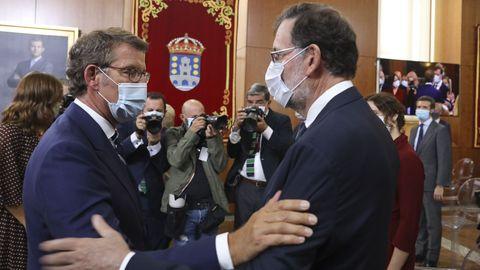 Feijoo saludando a Mariano Rajoy