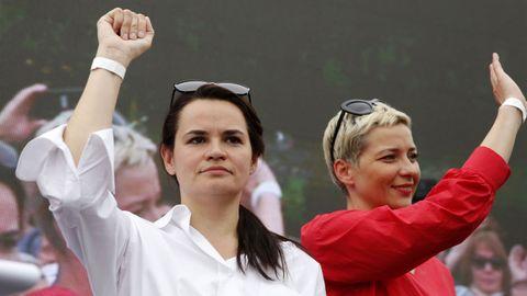 Svetlana Tikhanovskaya, a la izquierda, junto a la tambien opositora Maria Kolesnikova