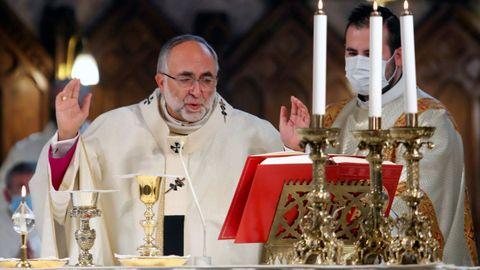 El arzobispo de Oviedo, Jesús Sanz Montes, oficia  en la basílica de Covadonga una eucaristía con motivo del Día de Asturias