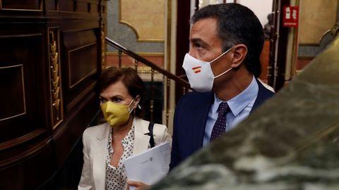 Pedro Sánchez, este miércoles, junto a la vicepresidenta Carmen Calvo, en el Congreso