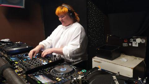 Virginia De Díaz pinchando en una sala para ella sola del club About Blank, en Berlín