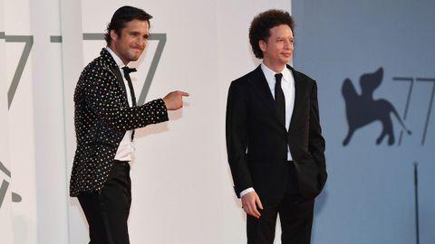 El director mexicano Michel Franco (a la derecha) y el actor Diego Boneta, a su llegada a la presentación en Venecia de su filme «Nuevo orden»
