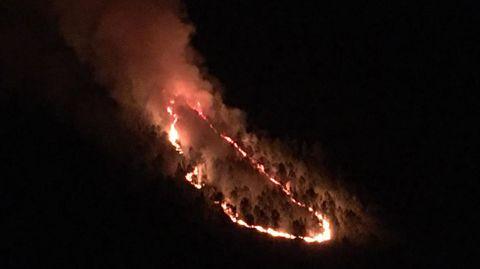 Fotografía de los primeros momentos del incendio, que empezó a medianoche