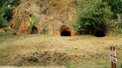 Entrada a las antiguas minas romanas de Margaride, en Quiroga