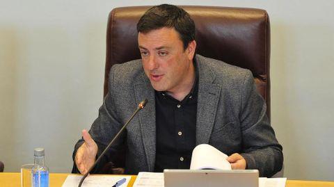 Valentin González, presidente de la Deputacion, en un pleno anterior a la pandemia